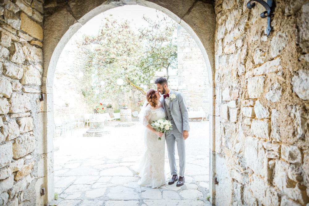 Couple de mariés au château de Roussillon