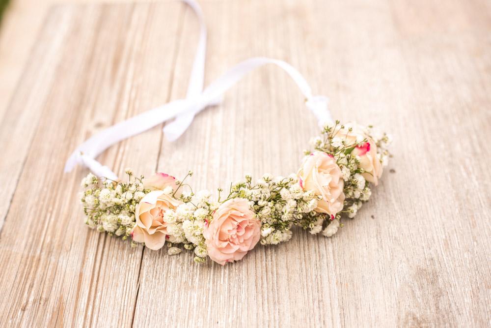 détails d'une couronne de fleurs