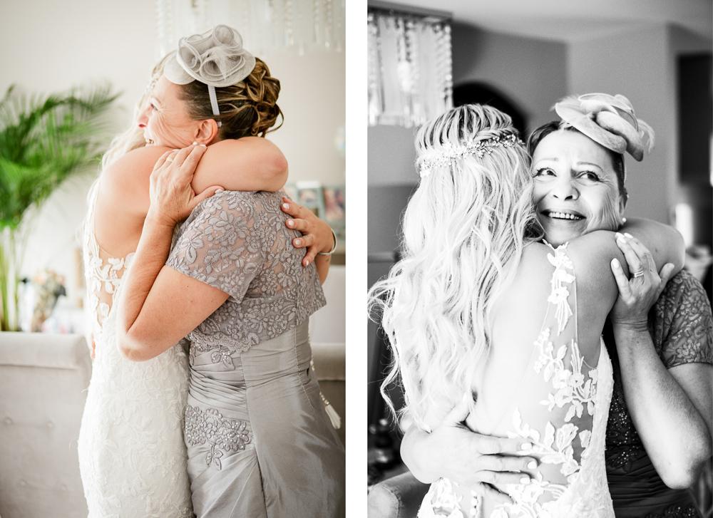 Étreinte de la mariée et de sa maman