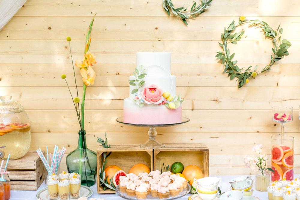 Table du gâteau et gourmandises
