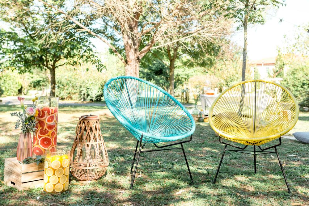 Chaises colorées pour mariage