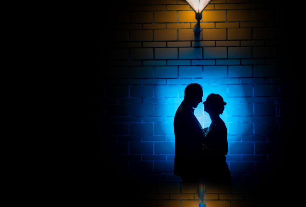 photo de couple en silhouette